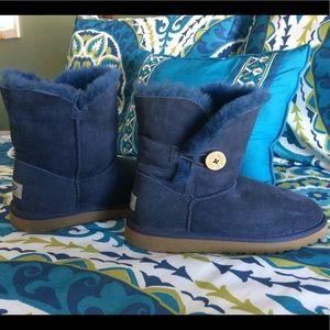 UGGs short Bailey Button boots